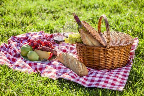 Co zabrać na piknik? Pomysły na dania i przydatne gadżety