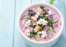 chlodnik-na-zsiadlym-mleku-z-mlodymi-warzywami-fot-artur-rogalski-stylizacja-anna-borowska-min (1)