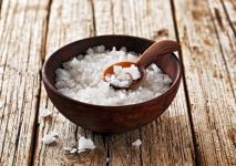 StockFood_12083686_Layout_Coarse_sea_salt_in_a_wooden_bowl_with_a_spoon