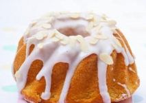 StockFood_11179209_Layout_Babka_Easter_cake_Poland_with_white_icing_and_sliced_almonds-min-min