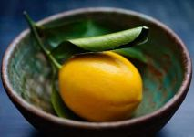 StockFood_11278228_Layout_A_lemon_with_a_leaf_in_a_ceramic_bowl (1)-min