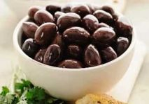 StockFood_11192412_Layout_Kalamata_olives_in_a_bowl_with_parsley_and_bread-min