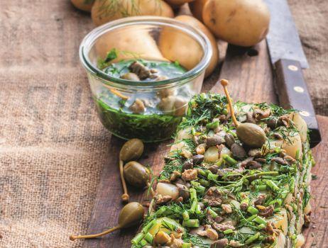 sprasowane-ziemniaki-z-kaparami-i-zielonym-sosem