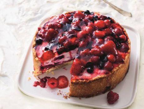 lekki-tort-z-owocami-i-galaretka