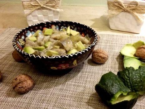 Przepis: Sałatka śledziowa z awokado i amarantusem