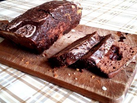 Przepis: Kakaowe ciasto z dżemem śliwkowym i czekoladą