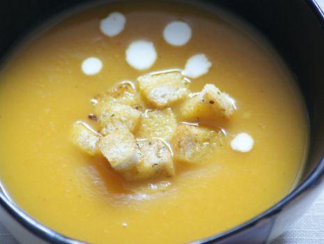 Przepis: Zupa krem z dyni i papryki
