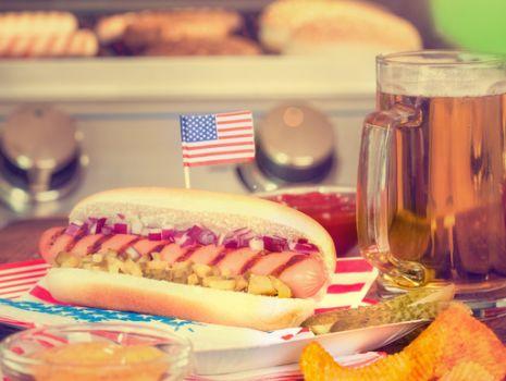 Przepis: Hot-dogi  z sosem barbecue