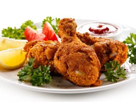 Przepis: Panierowane podudzia z kurczaka z sosem piri-piri