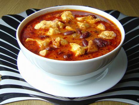 Przepis: Gulasz Drobiowy z Chorizo i Fasolą
