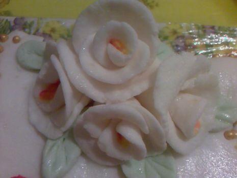 Przepis: Róże z lukru plastycznego