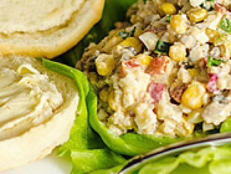 Przepis: Pyszna wiosenna sałatka z pieczarkami i ryżem.