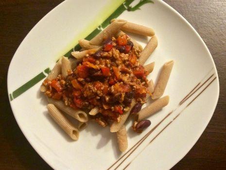 Przepis: Pikantne Penne z Chili, pomidorami i czerwoną fasolą