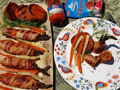 Przepis: Grillowany szparagi w roladzie mięsnej z batatami