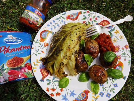 Przepis: Grillowana kapusta i ziemniaki z pastą warzywną