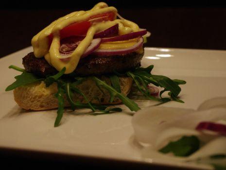 Przepis: Domowy hamburger z polskiej wołowiny