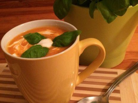 Przepis: Zupa-krem z pomidorów i świeżej bazylii