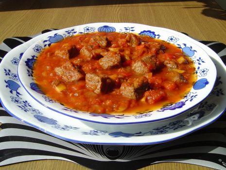 Przepis: Pikantna Zupa Gulaszowa z Pieczarkami
