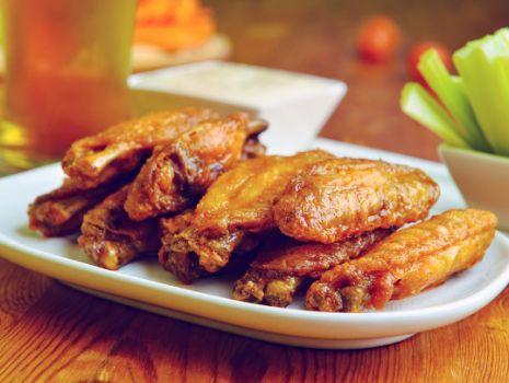 Przepis: Pikantne skrzydełka w coli
