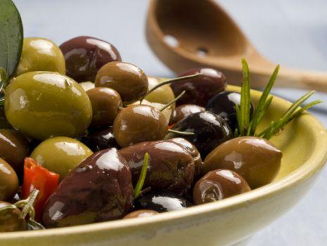 Przepis: Kluski z gotowanych ziemniaków faszerowane hiszpańską salsą oliwkową