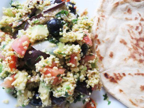 Przepis: Kasza jaglana z grillowaną mini oberżyną i warzywami