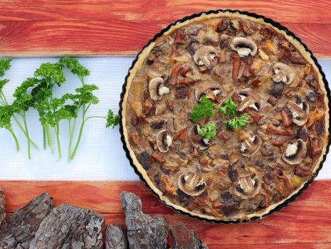 Przepis: Tarta grzybowa z sosem pieczarkowym