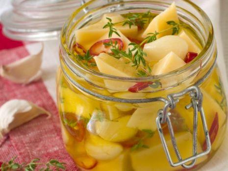 Przepis: Marynowany ser żółty w oliwie