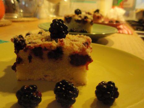 Przepis: Ciasto z kruszonką i jeżynami