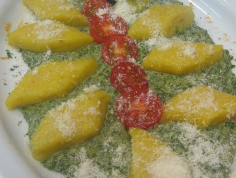 Przepis: Gniocchi z pieczoną dynią w sosie szpinakowym