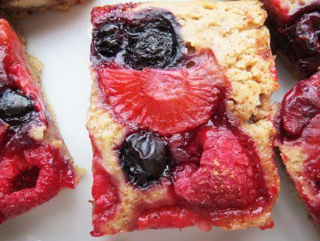 Przepis: Wegańskie ciasto z owocami sezonowymi