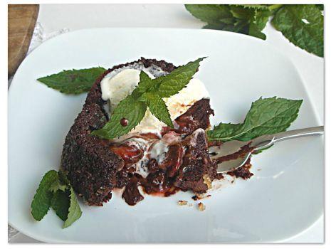 Przepis: Czekoladowe babeczki z truskawkami - Chocolate cakes