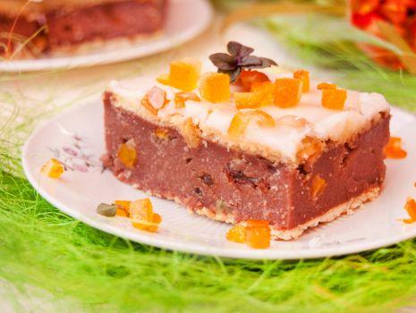 Przepis: Kakaowe ciasto z kaszy manny z rodzynkami i skórką pomarańczową