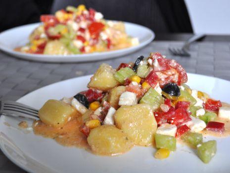 Przepis: Sałatka z ziemniakami i serem feta