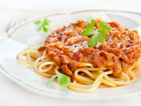 Przepis: Spaghetti z tuńczykiem i soczewicą zieloną