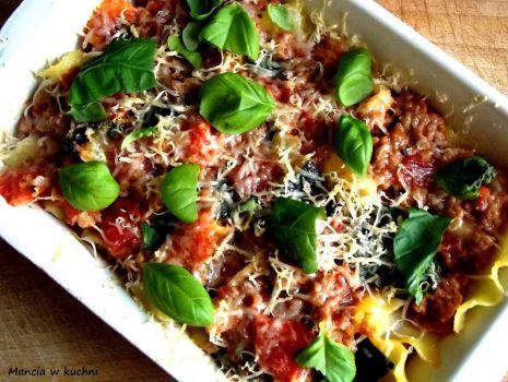 Przepis: Mini lasagne z pomidorami i cukinią