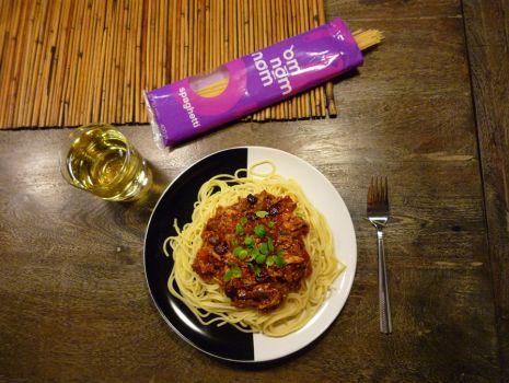 Przepis: Spaghetti z kurczakiem, miętą i żurawiną