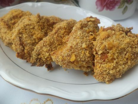 Przepis: Kąski z kurczaka w panierce krakersowo- kukurydzianej