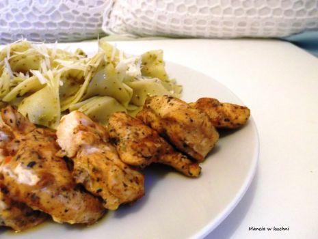 Przepis: Kurczak z pesto i parmezanem