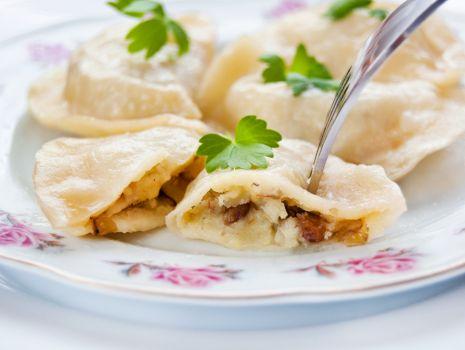 Przepis: Pierogi z ziemniakami, soczewicą zieloną i twarogiem