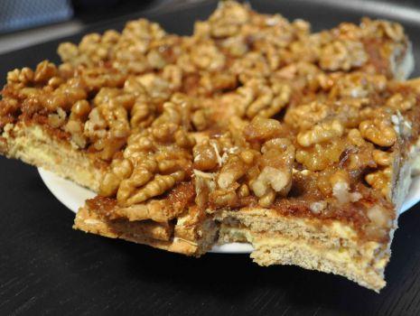 Przepis: Miodownik - ciasto z orzechami i karmelem