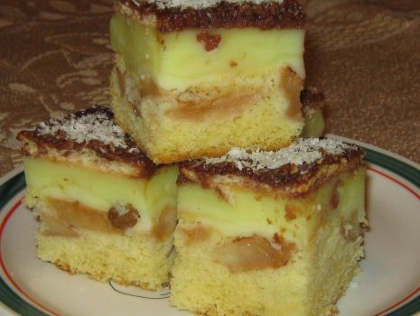Przepis: Ciasto z budyniem i jabłkami