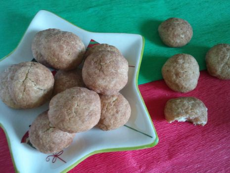 Przepis: Ciasteczka z gałką i cynamonem