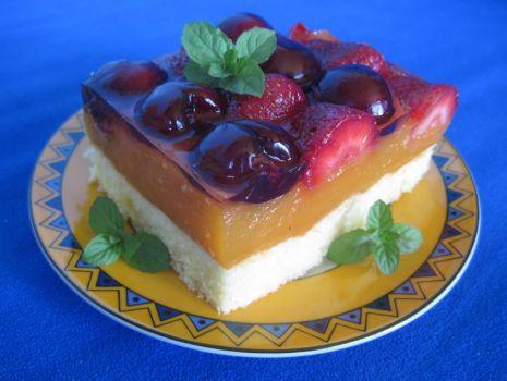 Przepis: Letnie ciasto truskawkowo-czereśniowe z masą kubusiową