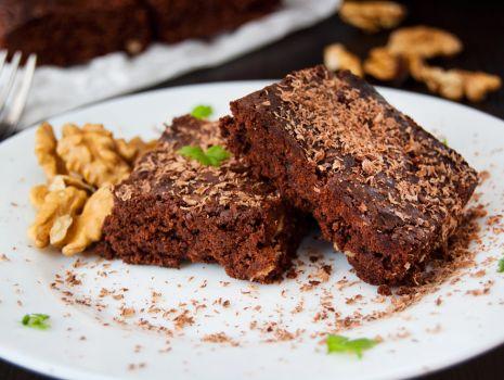 Przepis: Brownie z orzechami włoskimi, żurawiną i skórką pomarańczową