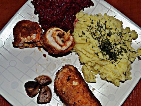 Przepis: Roladki drobiowe z pieczarkami i serem