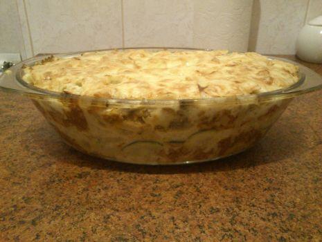 Przepis: Zapiekanka makaronowa z mięsem mielonym, cukinią i pieczarkami