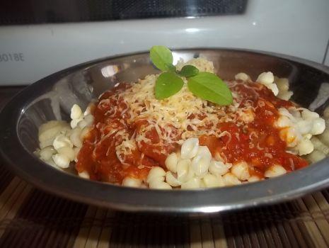 Przepis: Prosty sos pomidorowy do makaronu