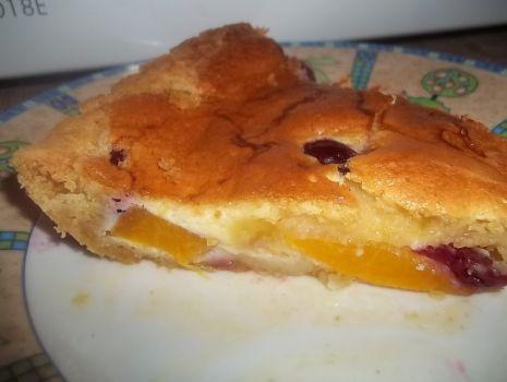 Przepis: Tarta z brzoskwiniami i wiśniami