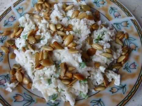Przepis: Surówka z rzepy i prażonych nasion dyni