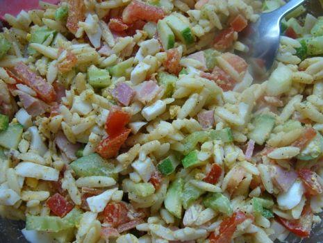 Przepis: Sałatka z makaronem typu ryż